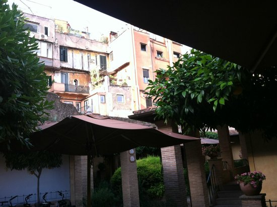 Hotel Santa Maria : View of Cool Neighboring Buidings from the Quaint Courtyard