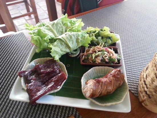 Tamarind: Carne de búfalo e linguiça temperada