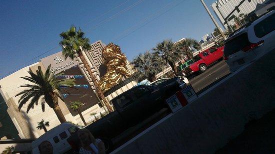 Las Vegas North Premium Outlets: MGM