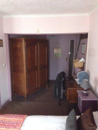 Auberge La Pomme de Pin : Entrée / bureau chambre 17