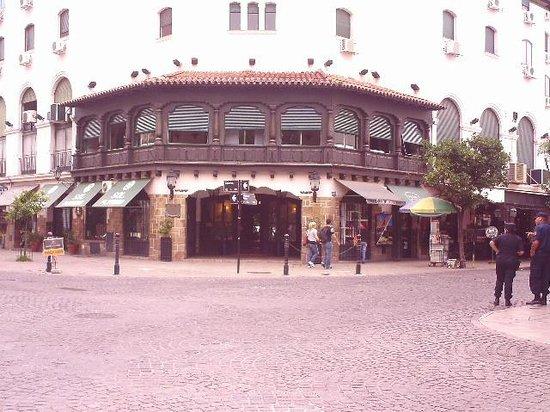 Hotel Salta: Vista del frente del hotel