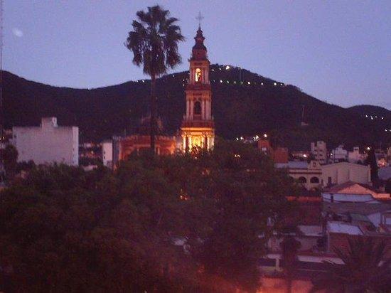 Hotel Salta: Vista nocturna desde habitación
