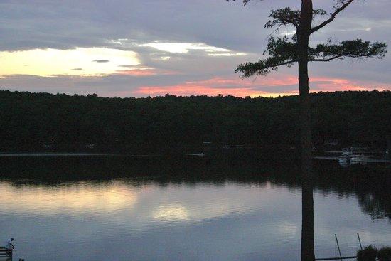 Woodloch Pines Resort : wonderful scenery and lake!