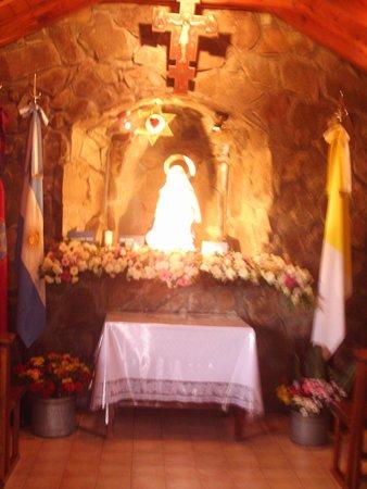 Virgen de los Tres Cerritos: Interior de la capilla