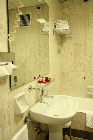 Bettoja Massimo D'Azeglio Hotel : Bathroom