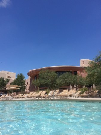 Sheraton Grand at Wild Horse Pass: View of main lobby from pool