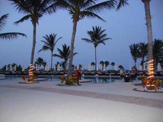 Secrets Maroma Beach Riviera Cancun: The grounds were beautiful!