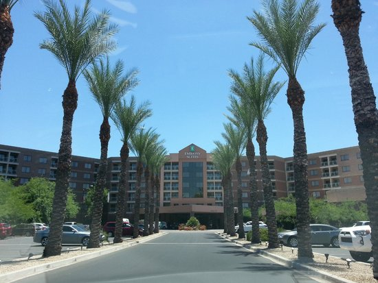 Embassy Suites by Hilton Phoenix-Scottsdale: Entrance to hotel property