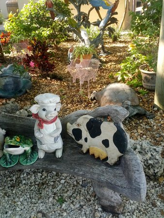 The Stuffed Pig: Decorations