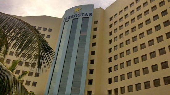 Iberostar Cancun: Frente do Hotel