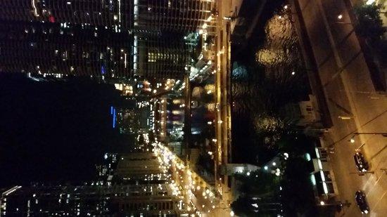 Wyndham Grand Chicago Riverfront: Night view