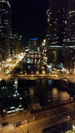 Wyndham Grand Chicago Riverfront: Night view