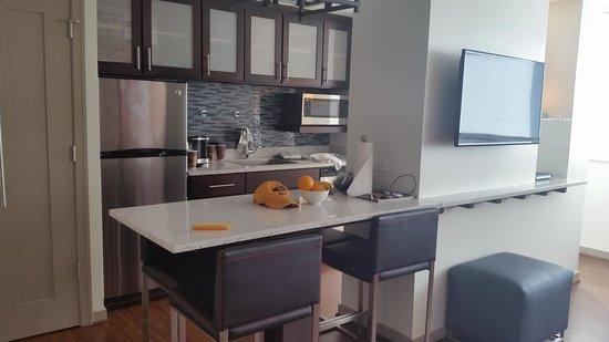 Wyndham Grand Chicago Riverfront : Kitchen