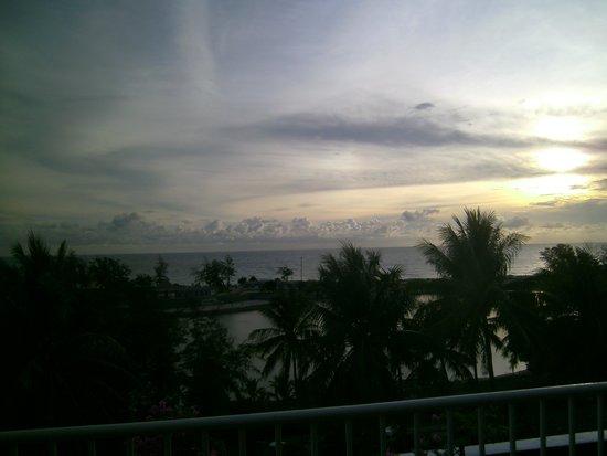 BEST WESTERN Phuket Ocean Resort: Ocean view at sunset...