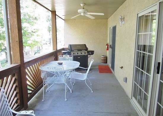 Vickery Resort On Table Rock Lake: Private Covered Patio