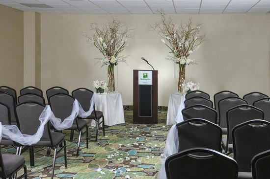 Holiday Inn Westbury: Wedding Ceremony in Banquet Space