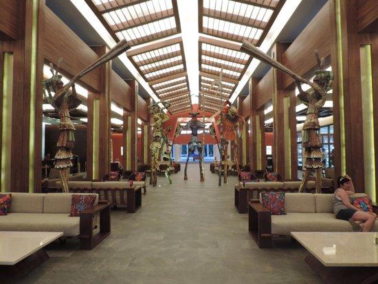 Hotel Barcelo Maya Beach: hotel y playa