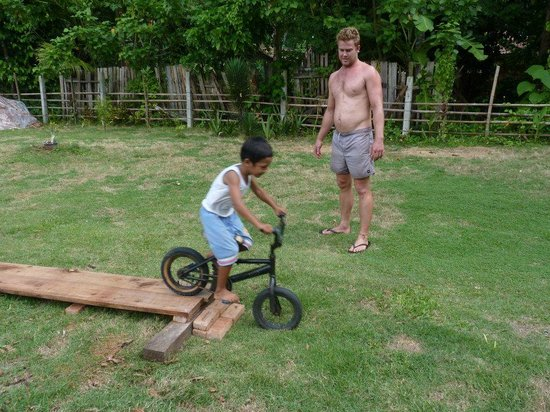 Lovina Krui Surf: building ramps
