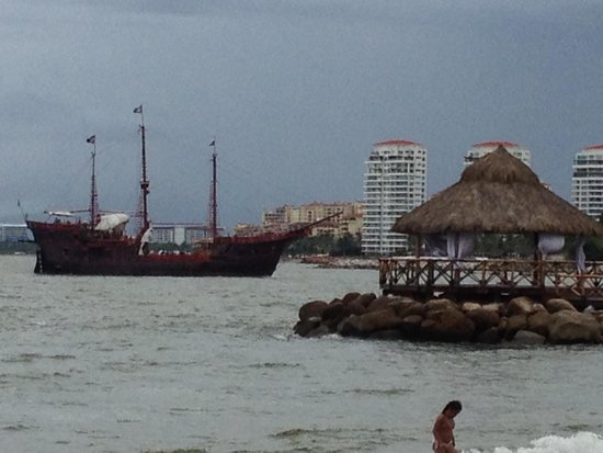 Crown Paradise Golden Resort Puerto Vallarta: Pirate ship sailed by daily