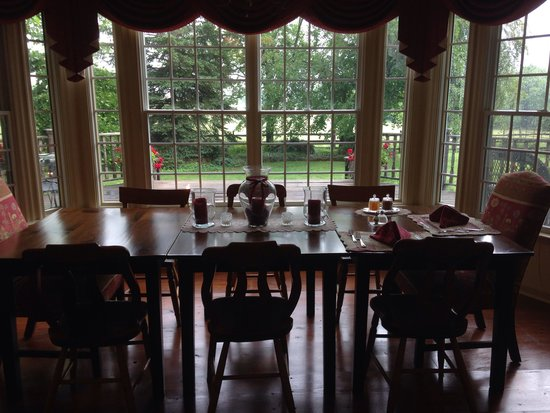 Cornerstone Farm Bed and Breakfast: Dining Room