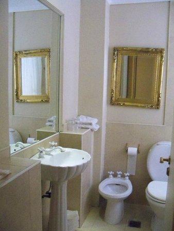 Unique Executive Chateau: Banheiro