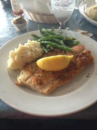 The Pilot House Restaurant & Lounge: Broiled Schrod