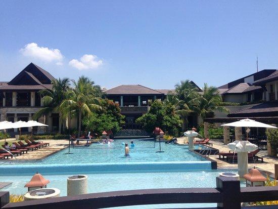 Crimson Resort and Spa, Mactan: Pool area