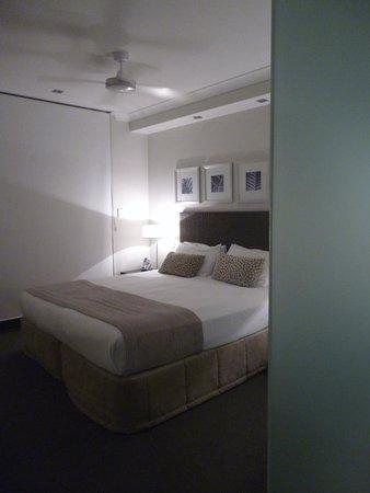 Vue Luxury Apartments Trinity Beach: Main bedroom
