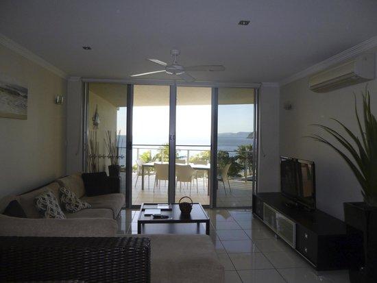 Vue Luxury Apartments Trinity Beach: Living area