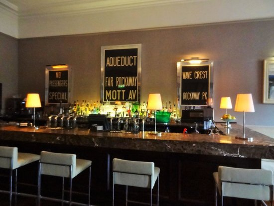 Hotel Meyrick: The bar