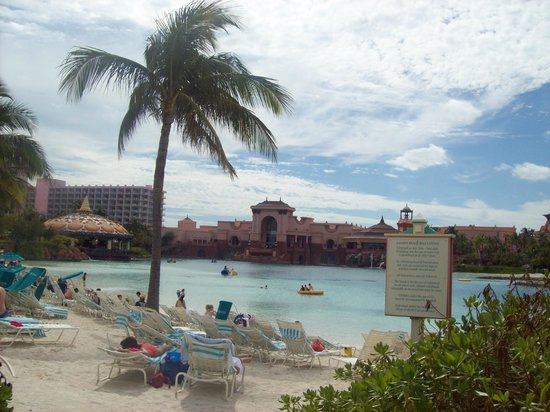 Atlantis, Beach Tower, Autograph Collection : One of the pools