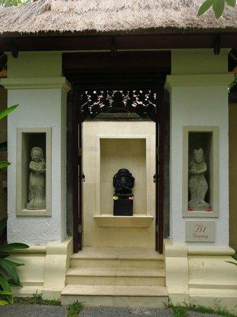Pat-Mase, Villas at Jimbaran : Our entrance.