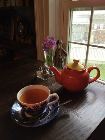 The Biscuit Eater Cafe & Books : Tea