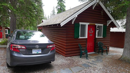 Paradise Lodge & Bungalows : exterior of the cabin
