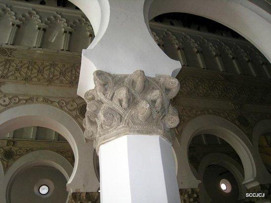 Sinagoga de Santa María la Blanca: horseshoe arches