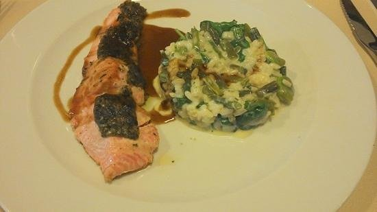 Restaurant La Quincaillerie : trout with herbs and risotto with green vegetables