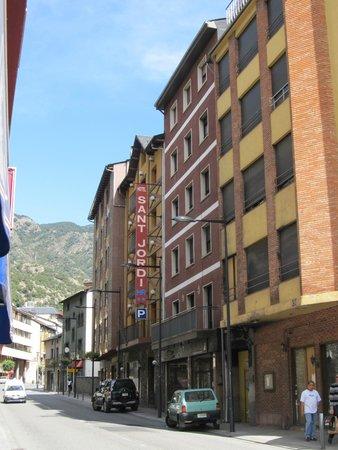 Hotel Sant Jordi : Фасад отеля Сант Джорди (вход в отель)