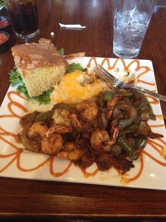 Croaker's Spot: shrimp and grits