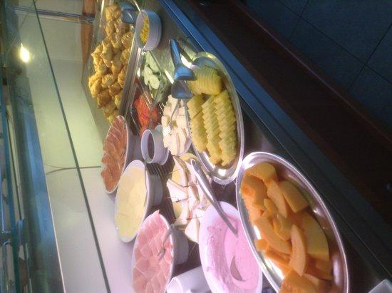 Hotel Paris breakfast buffett