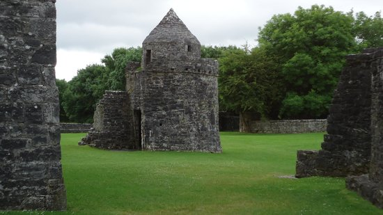 Aughnanure Castle: Grounds