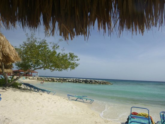 De Palm Island: view from our lounge chair on the beach