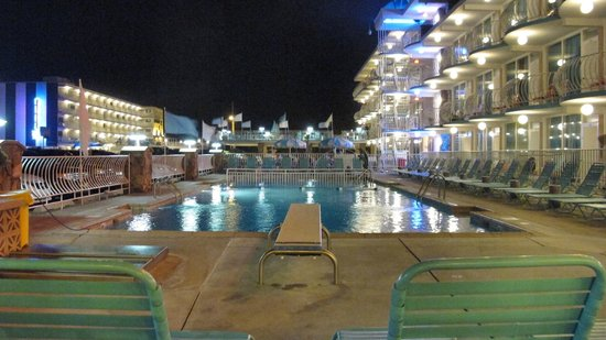 Imperial 500 Motel: View from The Diving Board