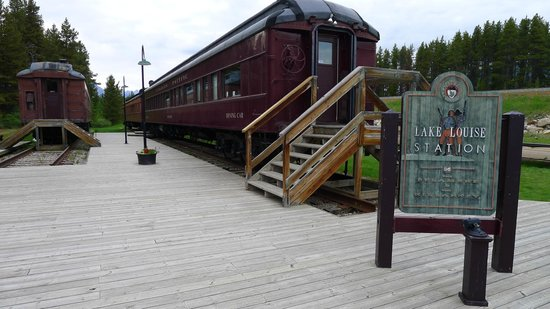 Lake Louise Station Restaurant: Dining car behind the restaurant