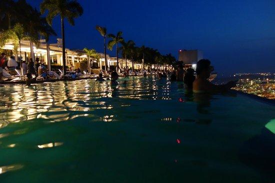 Marina Bay Sands: The pool at sunset