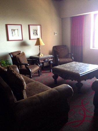 The Claridge - a Radisson Hotel : Living Room