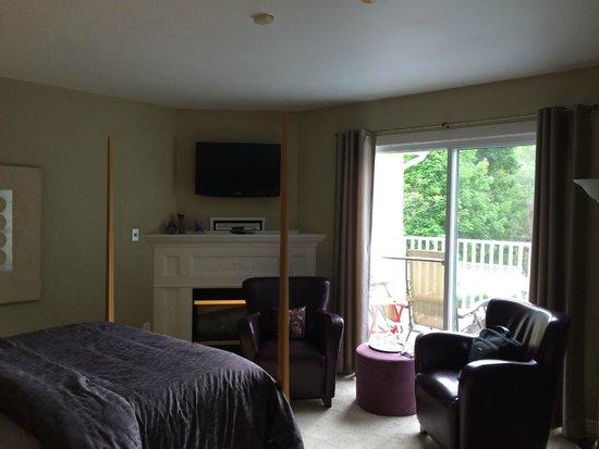 The Cranford Inn: room