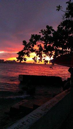 La Playita Restaurant & Bar: Beautiful sunsets