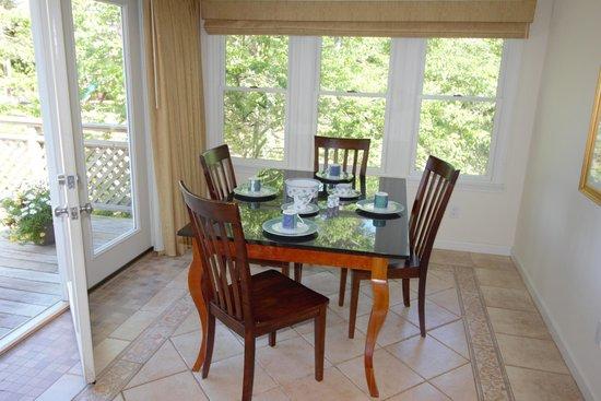 Pleasant Bay Village: Lower Suite Dining Room