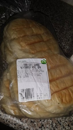 Mont Clare Boutique Apartments: old mouldy bread found in cupboards - housekeeping ignored