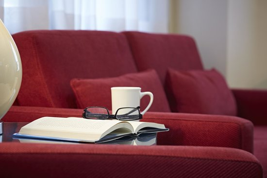 Comfort Inn Baie-Comeau : Relax in our Cozy Lobby